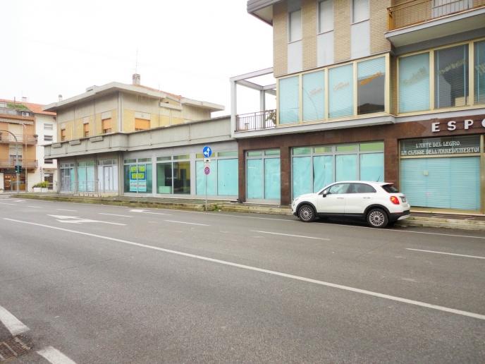 Pesaro - zona muraglia - locale commerciale negozio in locazione