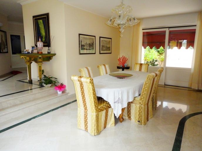 Pesaro - zona centro - unifamiliare villa in vendita